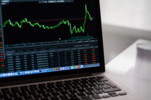 投資を始めるためにNISA口座を開設する証券会社のタイプや、メリット・デメリットなどをチェック!