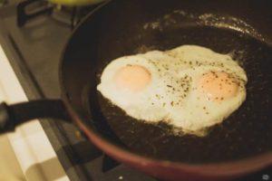 「朝ごはん作り」