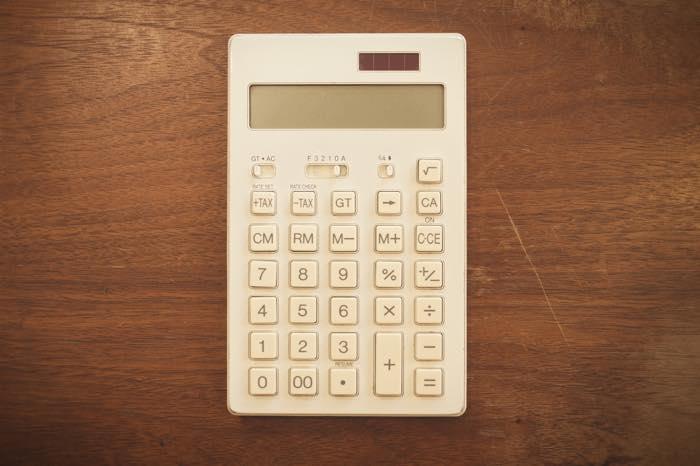 無印良品の電卓は5年以上使っても現役のパートナーです