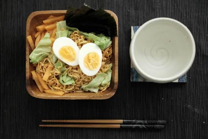 安い!無印良品のミニラーメン「キムチ味」を使ったおつまみと簡単なお昼ごはん