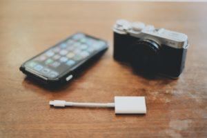 カメラからiPhoneに写真送るのWiFi切れるのでSDカードリーダー買ったよ